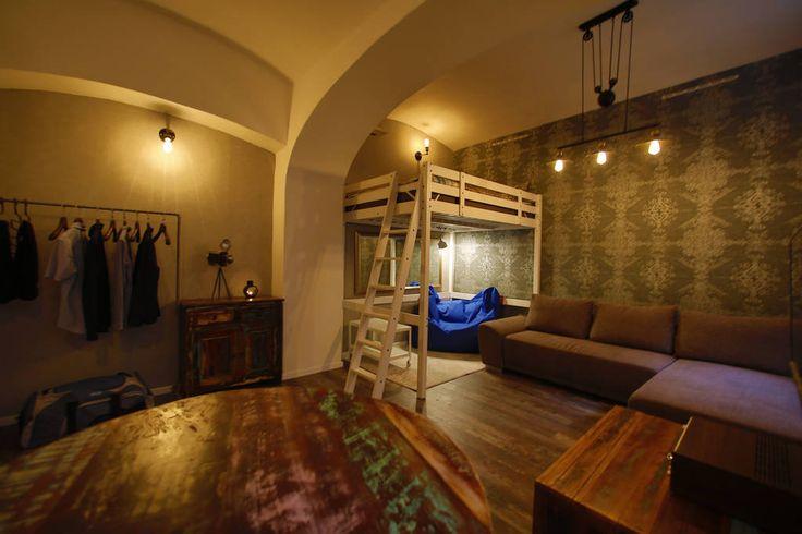 Airbnb'deki bu harika kayda göz atın: Charming Basement Apartment in the Heart of Town - Bratislava şehrinde Kiralık Apartman daireleri