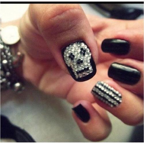 skull bling nails