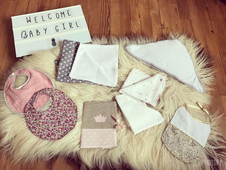 """33 mentions J'aime, 2 commentaires - ᴄʜᴀs'ᴘᴇʀʟɪᴘᴏᴘᴇᴛᴛᴇ (@chasperlipopette) sur Instagram: """"⭐️✨ Une jolie Box de naissance pour une Baby Girl ✨⭐️ Celle-ci est composée d'une cape de bain, 3…"""""""