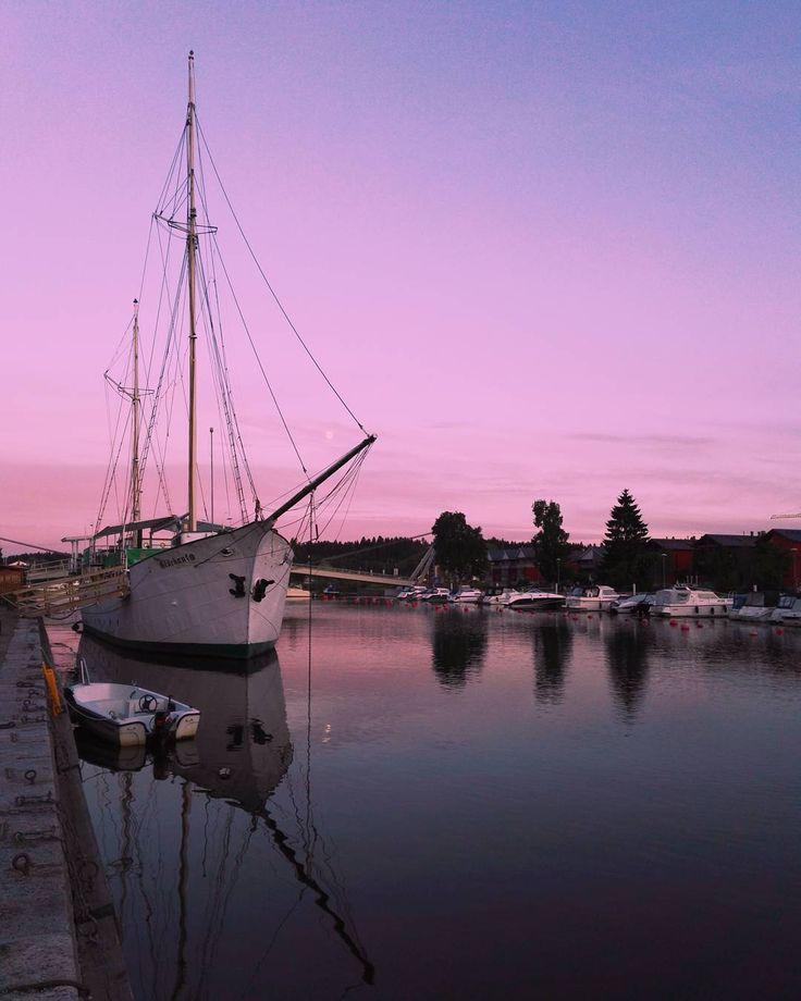 Porvoo . . . . . . #visitporvoo #finland #summerevening #pinksky #porvoo #pastelsky #sunset