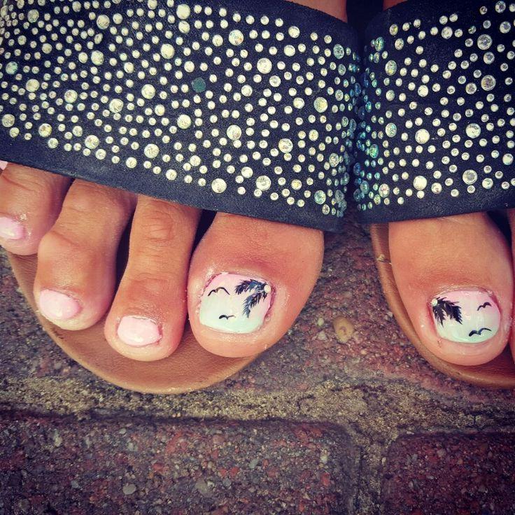 #palmtrees #ombrenails #gelnails #summernails #pink #blue #pinkandblue #handpainted