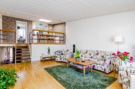 Mölndalsbacken 50, Enskede/Stureby, Stockholm  6:a · 148 m2 · 5 573 kr · Accepterat pris: 4 275 000 kr