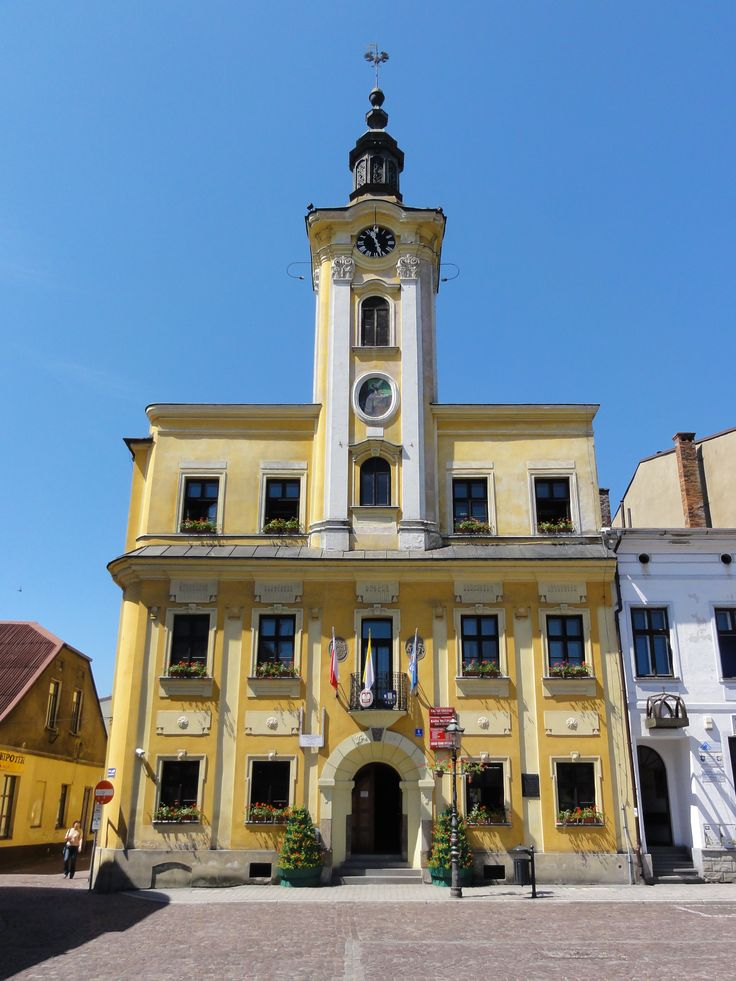 Ratusz w Skoczowie.  Zbudowany w 1797 r. w stylu późnobarokowym, wieżę dobudowano w 1801 r. Przebudowany został w 1934 r.