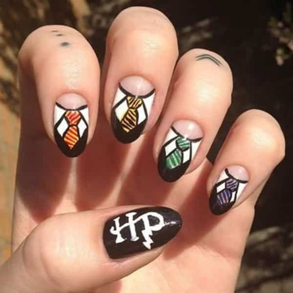 1. August: Harry Potter und die verfluchte Kinderkunst von @owe_me; die komplette nail art gallery finden Sie unter…