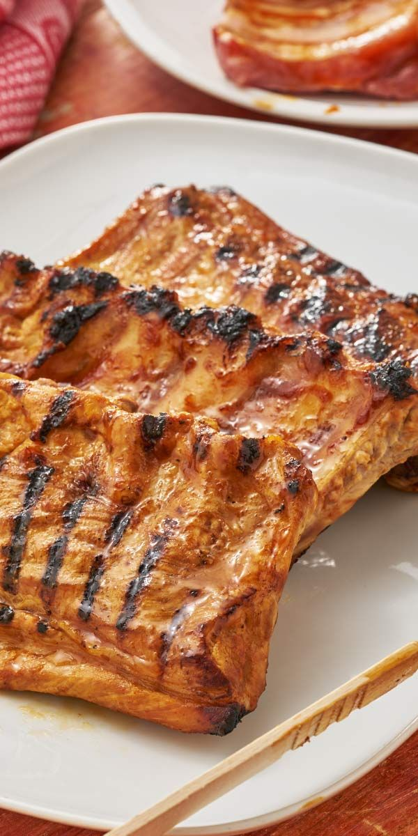 Du liebst Rippchen und asiatische Gerichte? Dann haben wir das perfekte Rezept für deinen nächsten Grillabend! Die Schweinerippchen bekommen durch die köstliche asiatische Marinade einen tollen fruchtig-süßen Geschmack, einfach lecker!