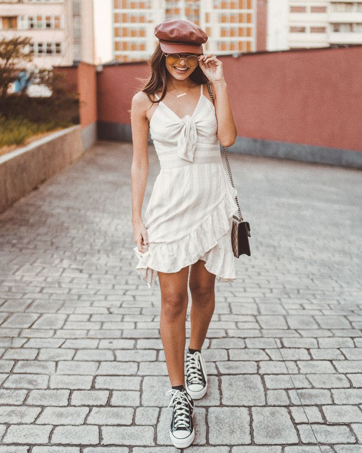 Dica de como usar vestido com tênis cano médio. Instagram: @viihrocha | Looks do dia @Viihrocha in 2019 | Pinterest | Style, Outfits and Fashion