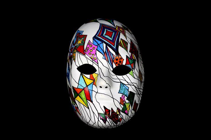 Entre os dias 4 e 22 setembro acontece a exposição Brasil, mostra a tua cara, da artista plástica Patrícia Secco, com entrada catraca livre. A mostra conta com cerca de 150 máscaras produzidas em mix-mídia, utilizando pintura acrílica e tinta permanente.