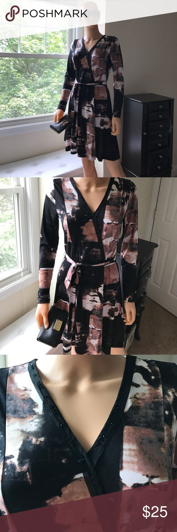 Simply Vera Wang Printed Dress 👗 Never worn, is incredibly flattering and intricately detailed. Too small for me 😢 Simply Vera Vera Wang Dresses Midi