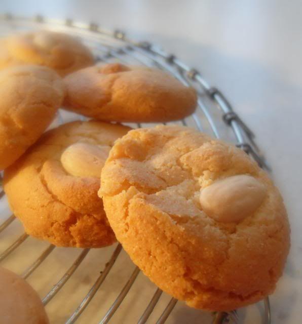 The English Kitchen: Almond Macaroons