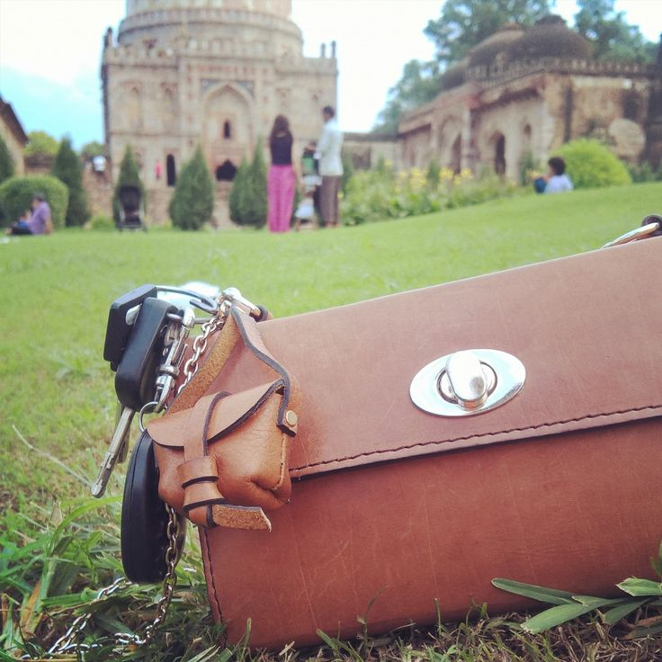 Catching our breath after an early morning jog at #LodhiGarden.  Best way to kick them #MondayBlues!  Gotta run now. See you sooonestt!! xx #CityGirl #Ellie with #MiniStella  #Delhi #Vintage #WorkshopMade #PureLeather #Leather #Fashion #Handbags #Bags #Chiaroscuro #Artisanal #InstaFashion