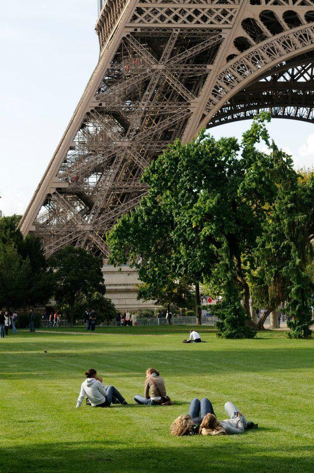 Just chilling on the Champ de Mars, near the Tour Eiffel, Paris!
