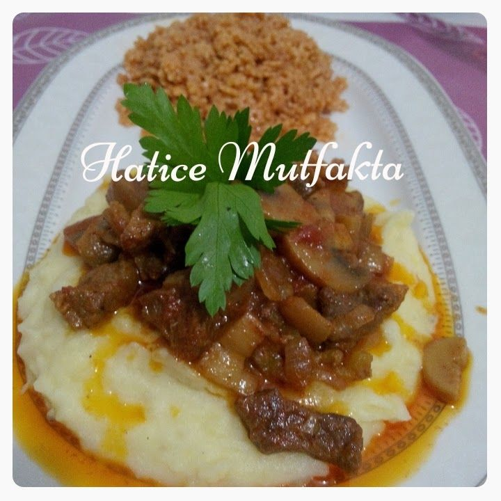 Osmanlı saray mutfağına ait Hürrem Sultan yemeği. Patates püresi üzerine mantarlı et sote bayılarak yiyeceğiniz bir lezzet.. Hala...