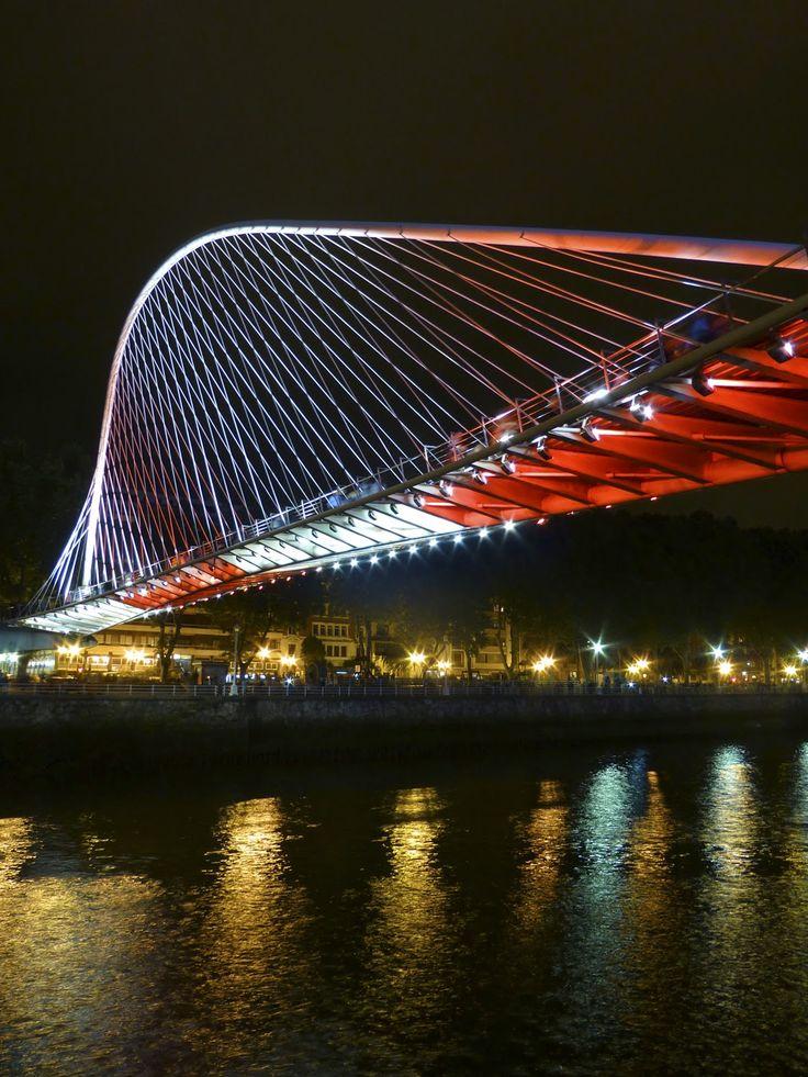 Zubizuri con los colores de Bilbao