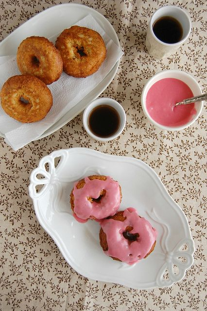 Pistachio doughnuts with rose water icing / Doughnuts de pistache com glacê de água de rosas by Patricia Scarpin, via Flickr