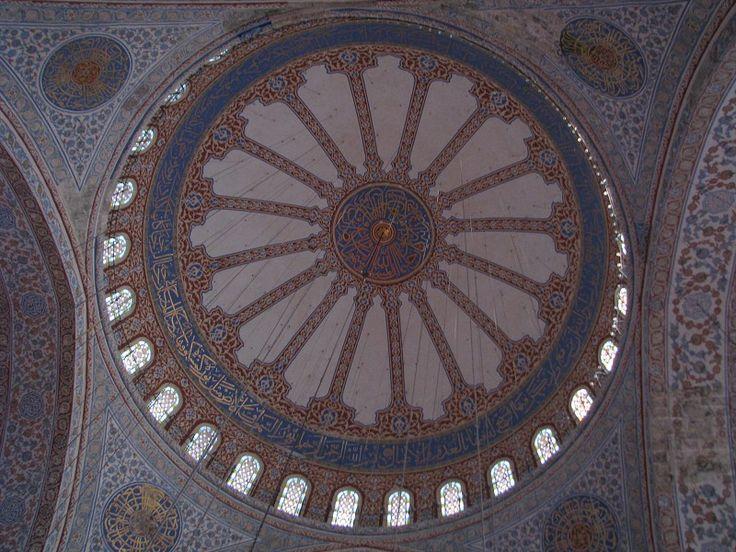 Interiér modré mešity (Sultanahmet Camii)