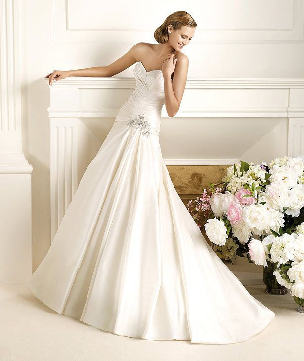 pronovias dorothy - add belt  Google Image Result for http://www.pronovias.us/images/pronovias/avance2013/novias/big/DOROTHY_A.jpg