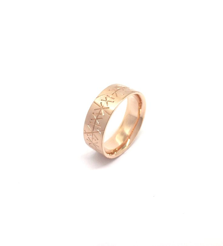 Hand-engraved, rose gold men's wedding band by Sirkel Jewellery Design
