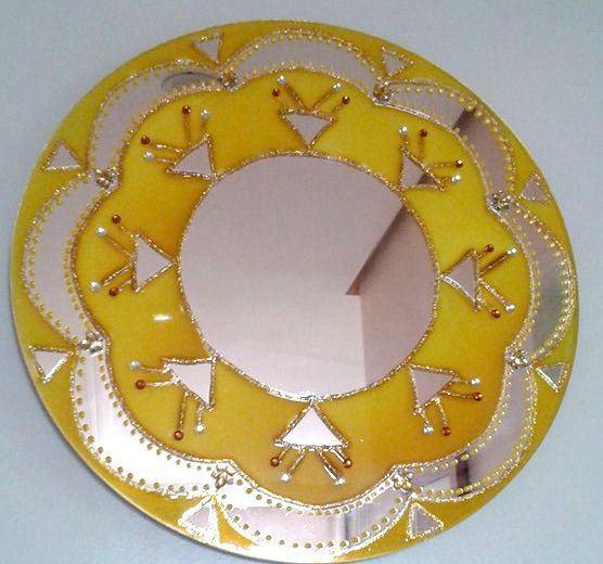 Mandala amarela em espelho. Técnica falso vitral abstrato. #mandala #espelho #decor #colors #harmonia #falsovitral