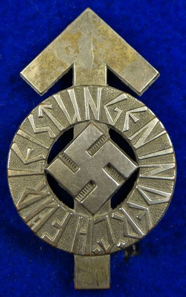l   luftwaffe 4 year long service medal medal is made of magnetic metal ...