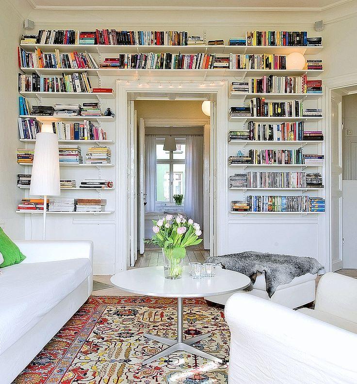 Böcker säger mycket om de som bor i en bostad. Bokhyllor som täcker hela väggar är bäst. I gamla lägenheten hade vi takhöjden och väggytan f...