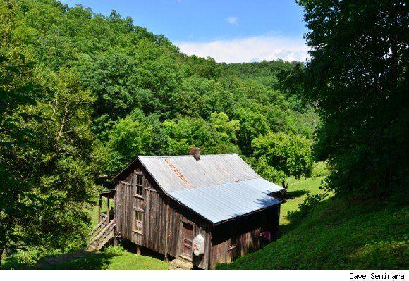 An Unforgettable Tour Of Loretta Lynn's Childhood Home In Butcher Hollow, Kentucky