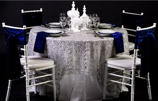 Loving how the Silver Metallic Lace brings out the blues in the napkins.