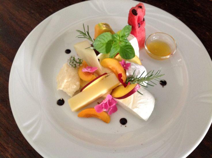 Creatività di frutta e formaggi, cucina Hotel Saraceno all inclusive Milano Marittima