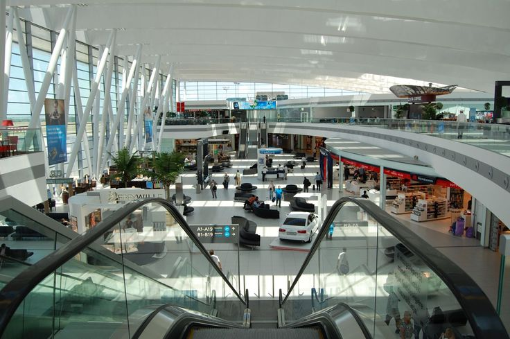 Budapest Airport retains Skytrax title 'Best Airport in Eastern Europe' - http://go.shr.lc/19DvF3C