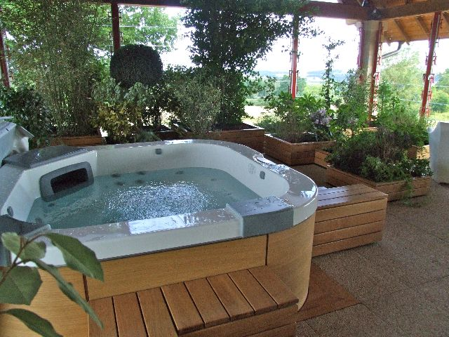 terrasse bois jacuzzi diverses id es de conception de patio en bois pour votre. Black Bedroom Furniture Sets. Home Design Ideas