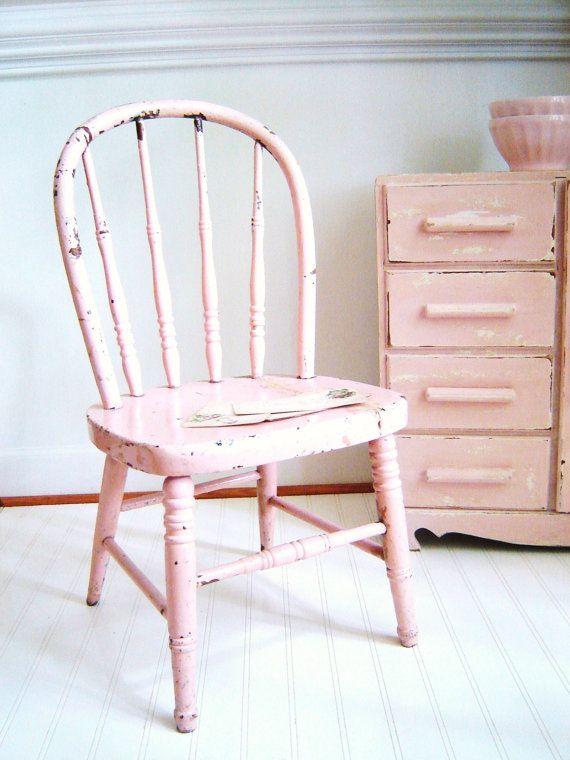 vintage beach cottage childs chair - kinderstoel - zacht roze