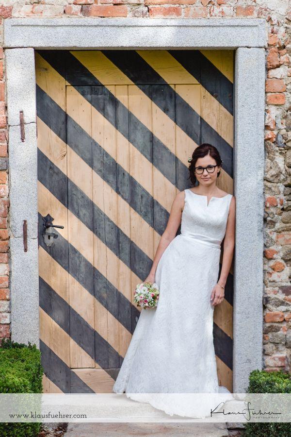 Hochzeitsfotografie im Schloss Altenhof, Oberösterreich, Mühlviertel.   Wedding photography at Altenhof Castle in Austria. Lovely location, beautiful colors.