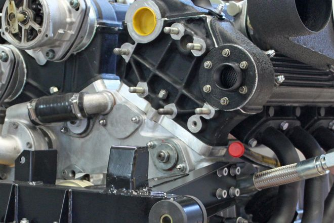 クランクケースと左右バンクのシリンダーブロックの間に19mm厚のアルミプレートを挿入することにより、ストロークアップ(62→70mm)を行っている。(写真提供:福田愼次郎氏)