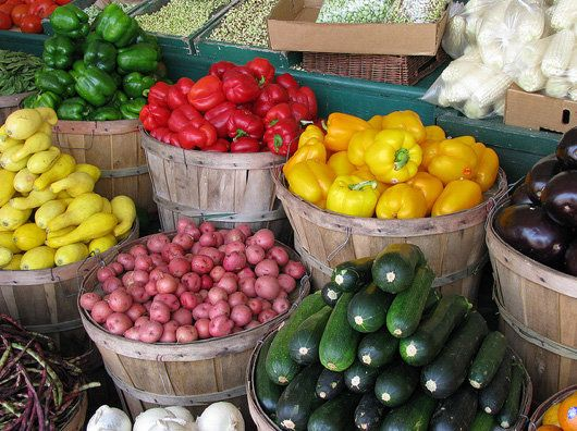 List of When Fruits And Vegetables Are In Season.    Knowing which fruits and vegetables are in season gives you a clue as to what produce is likely to be on sale at given times in the year. At the very least, it can help you plan your shopping list and skip the expensive, out-of-season items.