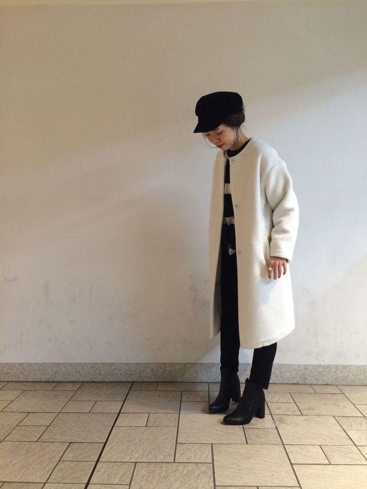 ノーカラーボンディングコート!!!!! ホワイトのボンディングコートを主役に冬のモノトーンコーデです。