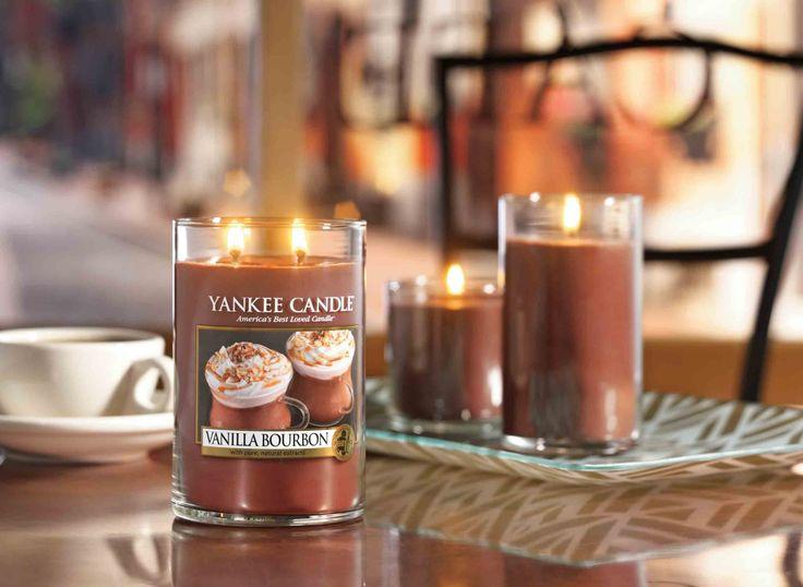 En Vanilla Bourbon descubrirás una humeante taza de leche con un chorro de bourbon y una capa de crema de vainilla, ideal para los días de frío - #yankeecandle #vanillabourbon