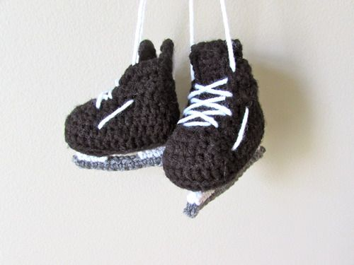 Hockey Skates - Free Amigurumi Pattern here: http://www.stitch-em.com/post/107449893167/hockey-skates