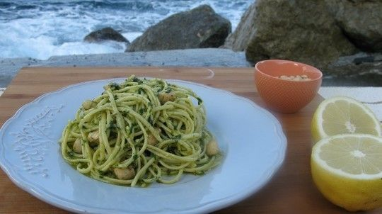 Linguine with scallops and parsley pesto