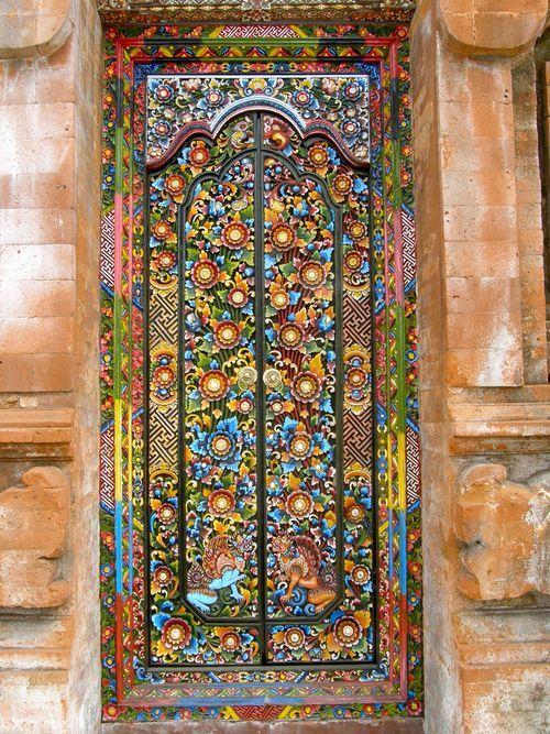 32.. porte multicolore. En mosaïque