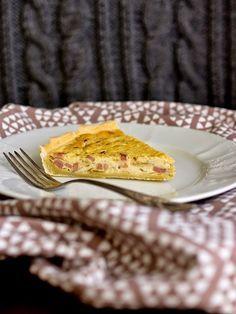 Recepty na tenhle v podstatě základní quiche se poměrně dost liší. Prvně jsem otevřela evropskou kuchařku Romana Vaňka - na těsto 2 žloutky,...