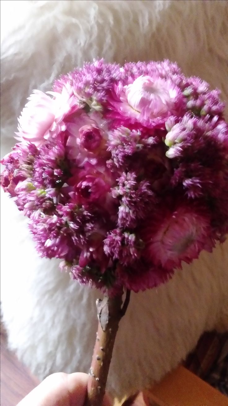 kula z suszonych kwiatów