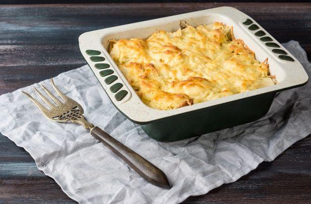 Duplasajtos csirkés rakott krumpli | femina.hu
