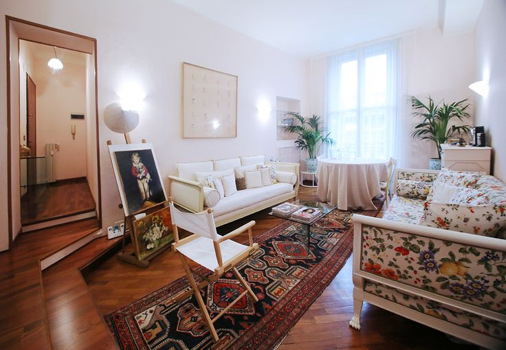 #Breradistrict#ViaPontaccio This charming and bright one bedroom flat is situated in the hearth of Brera with a balcony overlooking #ViaSolferino .Very bright. parquet floor, air conditioning. In the livingroom two comfortable sofas that can become two single sofabeds