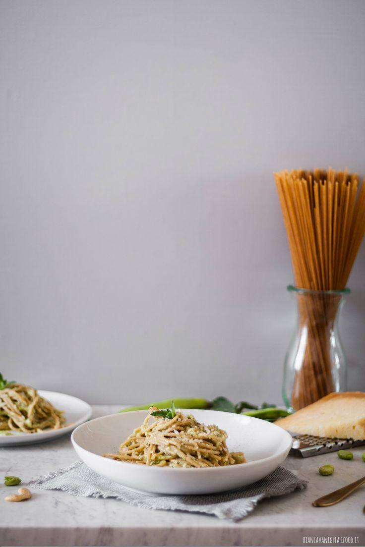 Spaghetti integrali con crema di fave e anacardi