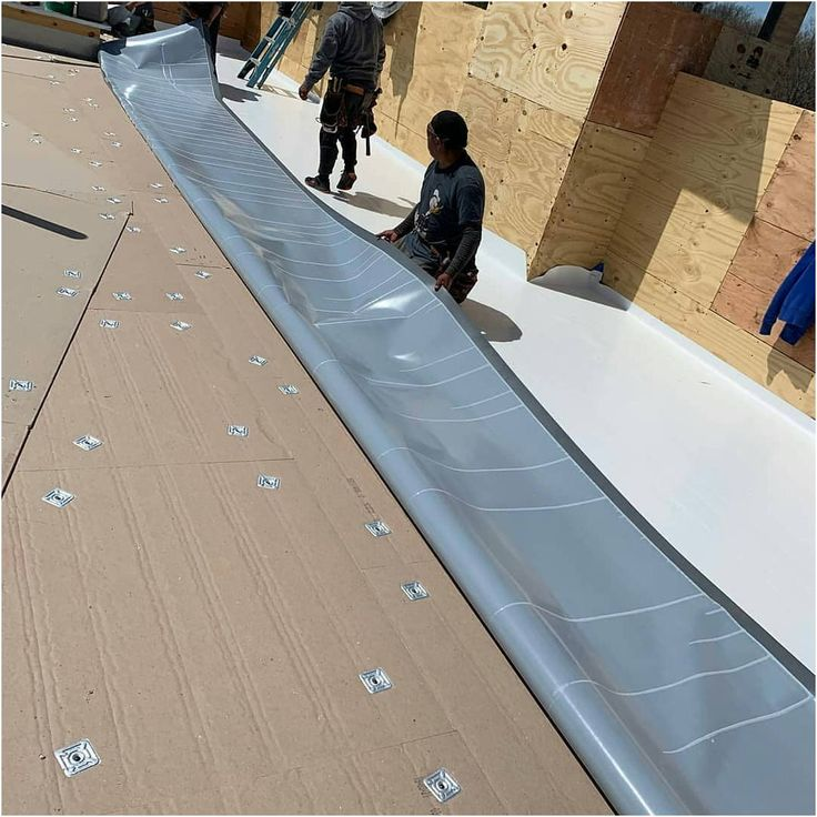 How to Fix a Leaking Roof by Yourself Flat roof repair