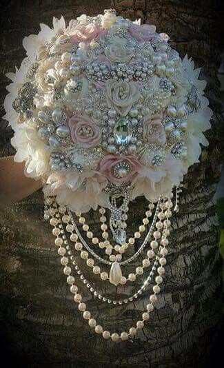 This would be my DREAM WEDDING BOUQUET !!!!!!!!!!! Its DREAMY !!!!!!!