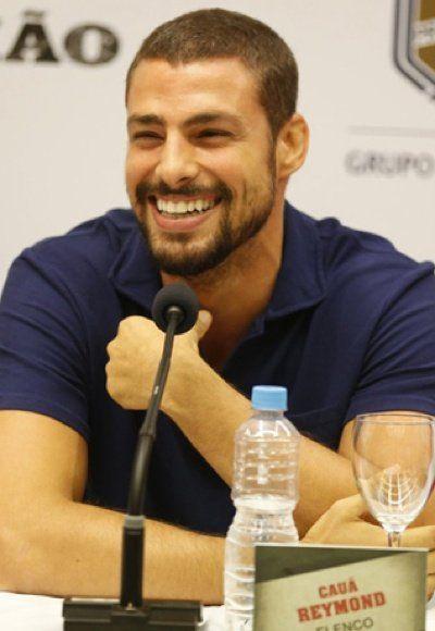 Cauã Reymond se irrita ao ser espionado em banheiro de academia | Notas Celebridades - Yahoo Celebridades Brasil