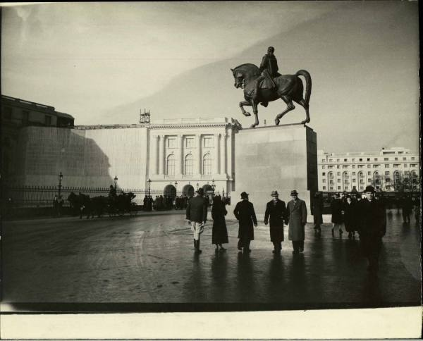 Source: http://only-romania.com/2013/01/bucharest-in-1940-by-margaret-bourke-white/