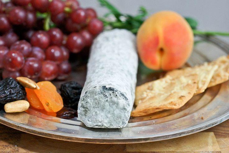 Сент-Мор-де-Турен — французский мягкий сыр, приготовленный из козьего молока. Имеет синевато-серую корочку пушистой плесени. Продукт принято подавать как аперитив или в конце обеда. Его также используют для приготовления тостов.
