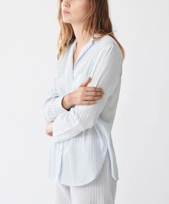 Майка в синюю полоску - В рубашечном стиле - Тенденции женcкой моды Осень-зима 2016 на Oysho онлайн: нижнее белье, спортивная одежда, пижамы, купальники, бикини, боди, ночные рубашки, аксессуары, обувь и аксессуары. Модели для каждой женщины!