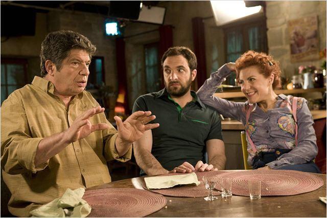 Lionel Astier, David Mura et Anne-Élisabeth Blateau . (père d'Emma, Fabien et Emma ) dans un spécial scènes de ménage guest stars